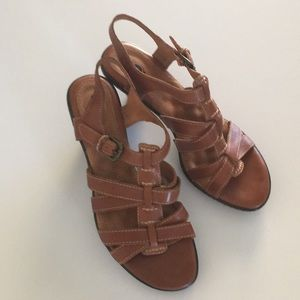LIKE NEW Brown leather Soft Walk